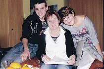Na snímku (zleva) Radek Vrška, Leona Vršková a vpravo Markéta Vršková (dcera z druhého manželství).