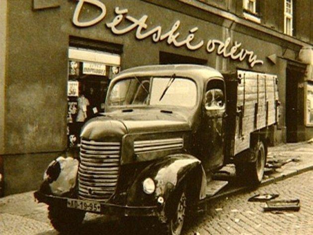 Tímto nákladním automobilem najela Olga Hepnarová do lidí, čekajících na zastávce na tramvaj.