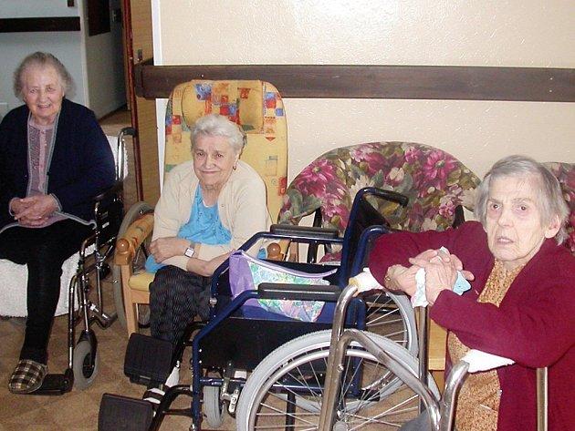 Mnozí staří lidé si zažádají o pobyt v penzionech sami. Nechtějí být totiž svým potomkům na obtíž a věří, že v domovech pro seniory o ně bude lépe postaráno, než by to dokázaly jejich děti.