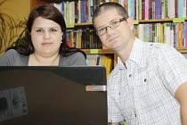 S PĚSTOUNSKÝMI RODINAMI na Tachovsku jednají mimo jiné i pracovníci centra pro rodinu Domus Marta Trepková a Radim Teodor Bílek.