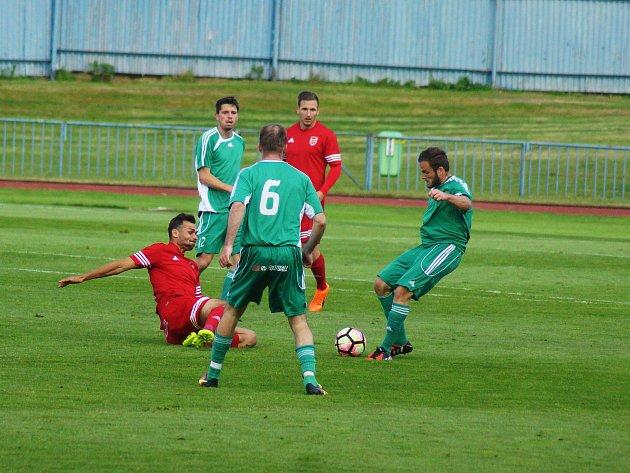 Tachov prohrál v posledním domácím utkání sezony ve středu s Viktorií Jirny 1:2, na závěr se fanoušci s týmem pro tuto sezonu rozloučili
