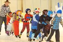 Děti z Mateřské školy P. Jilemnického v Tachově se rozloučily v úterý s ledem maškarním rejem.