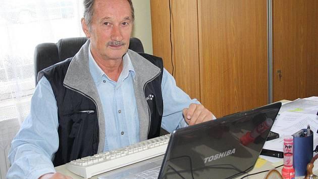 Vladislav Moravec, ředitel ZD Černošín, působil v podniku Státní statek Tachov od roku 1972.