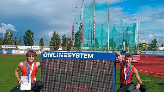 Štěpán Trávníček (vlevo) a Jakub Davidík na mistrovství ČR do 22 let. Foto: TJ Baník Stříbro