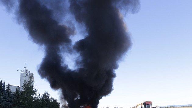 Požár autovraků v Tachově