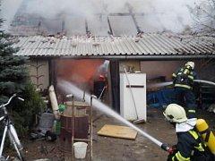 Hasiči měli požár pod kontrolou relativně rychle, zdlouhavé ovšem bylo dohašování několika tun sena. Škody se odhadují na sto tisíc korun.