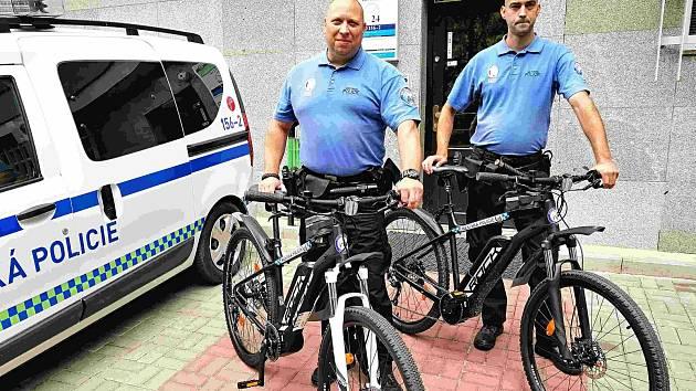 Strážníci dostali nová kola za 80 tisíc korun.