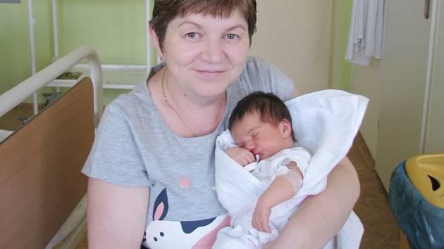Anička (3,40 kg, 50 cm) přišla na svět 27. září v plzeňské Mulačově nemocnici. Radost z jejího narození mají rodiče Marie a Lubomír Čermákovi a šestiletá sestřička Veronika z Chodové Plané.