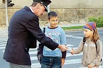 Také v Tachově se uskutečnila celorepubliková policejní akce. Kromě rad dostali školáci i propagační materiály.
