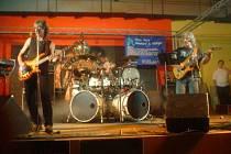 O zábavu se v sobotu večer v tachovském klubu Rockstar PB postará skupina Medium (na snímku), v pátek bude hrát Karát.