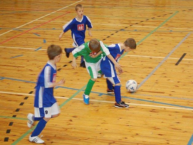 Sportovní hala v Tachově byla dějištěm dalšího halového fotbalového turnaje. Rozdaly si to týmy mladších přípravek.
