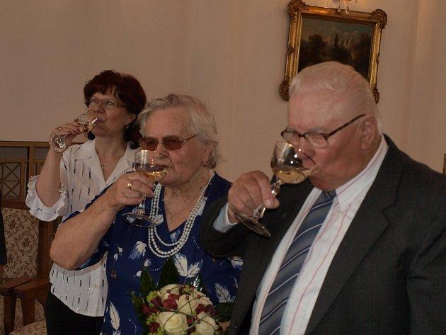 Manželé Hlasovi jsou svoji již šedesát let. V sobotu tedy oslavili diamantovou svatbu