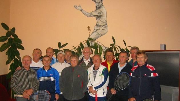 V Mariánských Lázních začal tenisový seriál ´Debl dědek Winter Tour´