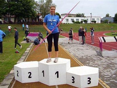 Starší žákyně atletického oddílu B. Stříbro Veronika Sládková přivezla z mistrovství republiky stříbrnou medaili.