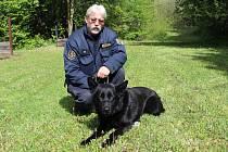 Policejní psovod Petr Zifčák s Hektorem.
