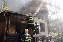 Půlmilionovou škodu způsobil požár chaty u Vranova.