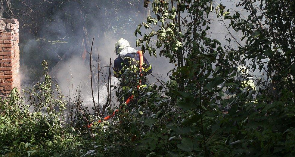 Požár zahradní chatky v Plané.