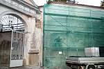Zámecká brána se dočasně po dobu rekonstrukce uzavřela.