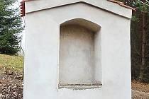 OPRAVENÁ KAPLIČKA zdobí nyní díky občanskému sdružení Ronšperk Křížovou cestu ve Stříbře.