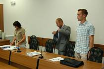 HŘÍŠNÍ POLICISTÉ. Trest na dva a půl roku s odkladem na čtyři roky dostali u tachovského soudu za plánované přepadení čerpací stanice  Karel Novák a Petr Talafant (na snímku vpravo).