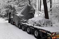 Kamion uvízl mezi Málkovem a Novou Vsí