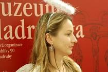 Pracovnice muzea vítaly návštěvníky v andělských kostýmech.