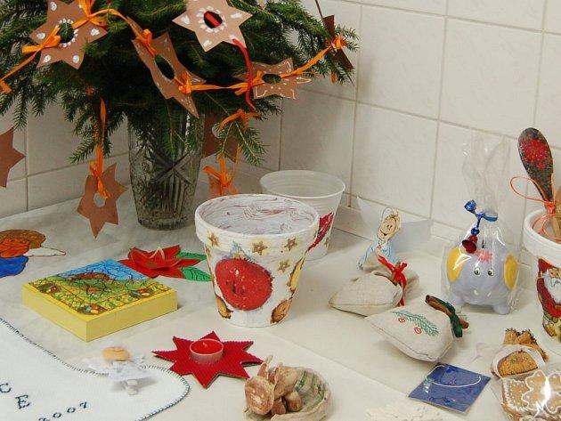 Výrobky na jarmark vyráběli žáci školy.