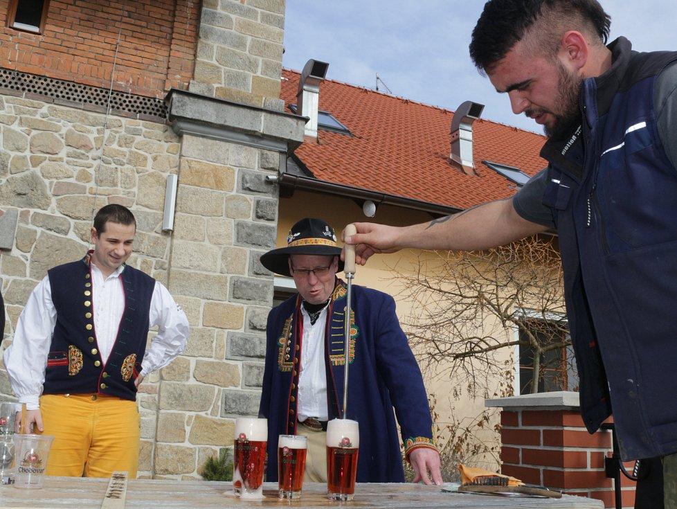 V rodinném pivovaru v Chodové Plané cejchovali pivo