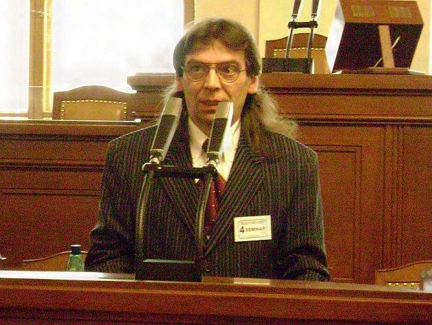Starosta Milířů Jan Terela v parlamentu, kam jel tento týden pro přidělený znak a prapor.