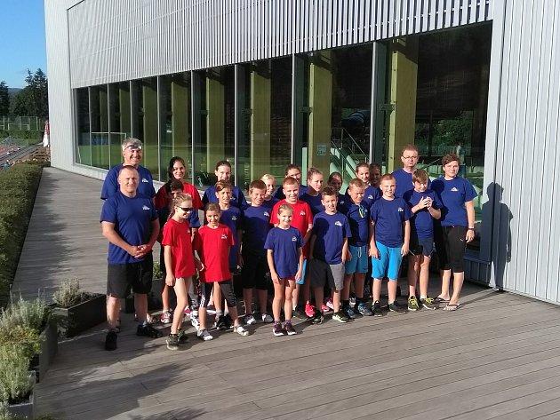 Žáci z tachovského plaveckého klubu mají za sebou přípravu i závody, teď je čekají české poháry.