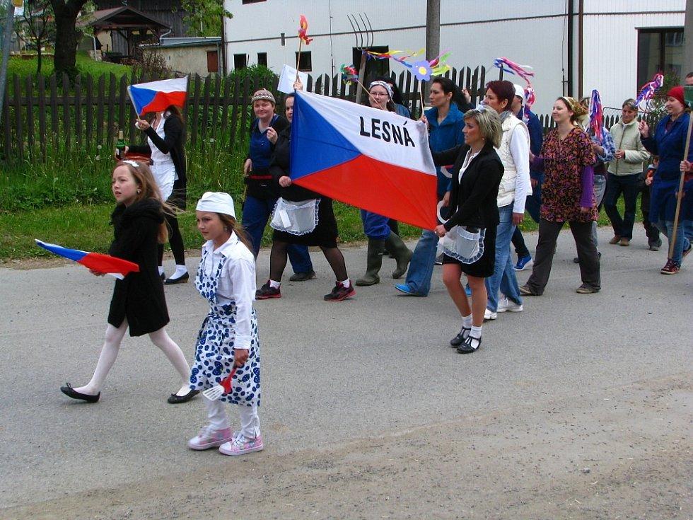 Prvomájový průvod v Lesné se nesl v duchu recese