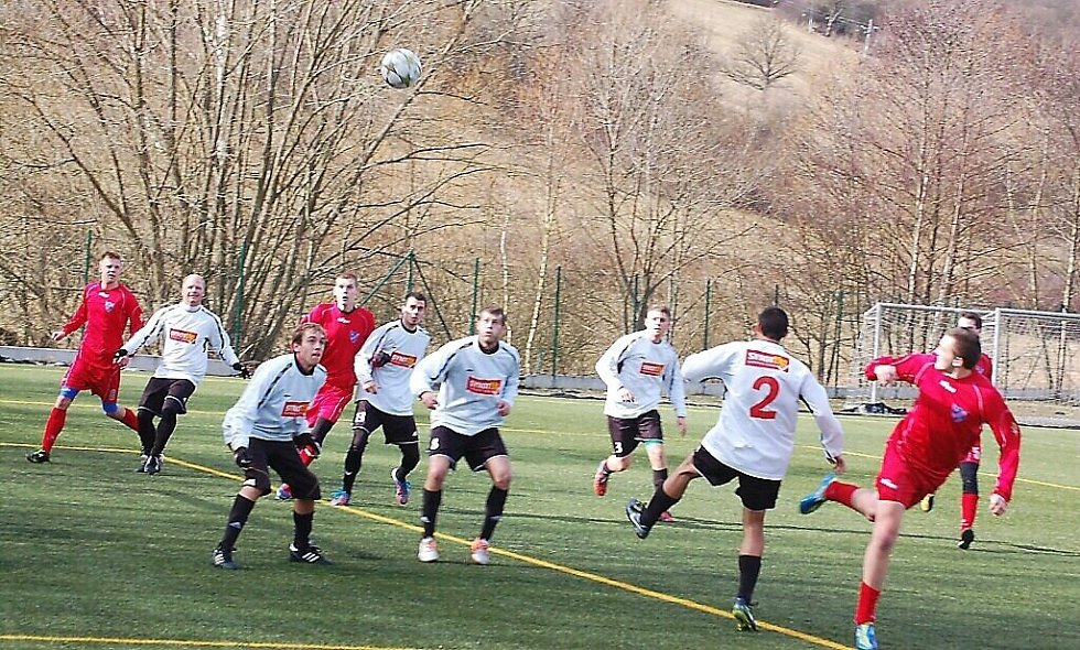 Přípravný zápas FK Tachov – Hvězda Cheb se hrál za slunečného počasí na umělé trávě v Tachově.
