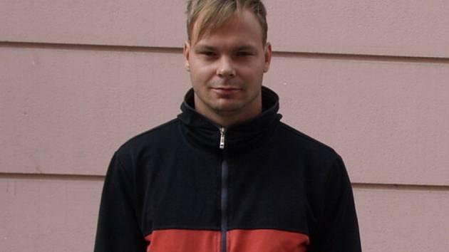 Terénní pracovník občanského sdružení Kotec Jakub Fišer, který se chystá na svou každodenní obchůzku.