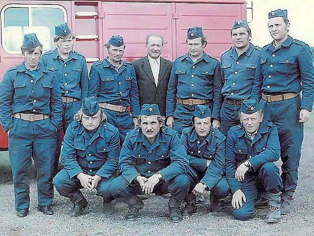 TITO ČLENOVÉ SDH Nové Sedliště se v průběhu sedmdesátých a osmdesátých let zásadně podíleli na tvorbě tedhnického zázemí obce a zároveň sklízeli první úspěchy sboru v hasičském sportu.