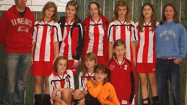 V tachovské sportovní hale se představily mladé házenkářky ze západních a jižních Čech