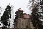 Z oprav kostela v Damnově