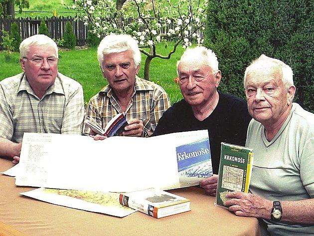 Účastníci přechodu Krkonoš: Richard Volka, Karel Valenta, Karel Chaloupecký, Jaroslav Plecháč (zleva).