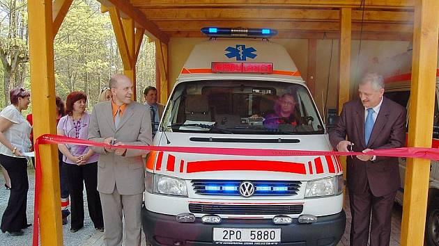 PŘESTŘIŽENO. Krajští radní slavnostně otevřeli nové stanoviště záchranářů na Tachovsku.