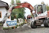 Mezi Tachovem a Vítkovem se začala stavět nová stezka pro pěší a cyklisty.