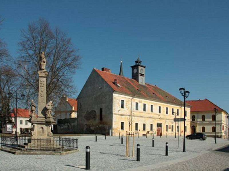 Rekonstrukce přinesla jiný pohled na náměstí. V prostoru se zvýraznily především památky.