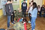 Dělostřelci z Jinců předvedli dětem v Tachově moderní brannou výchovu