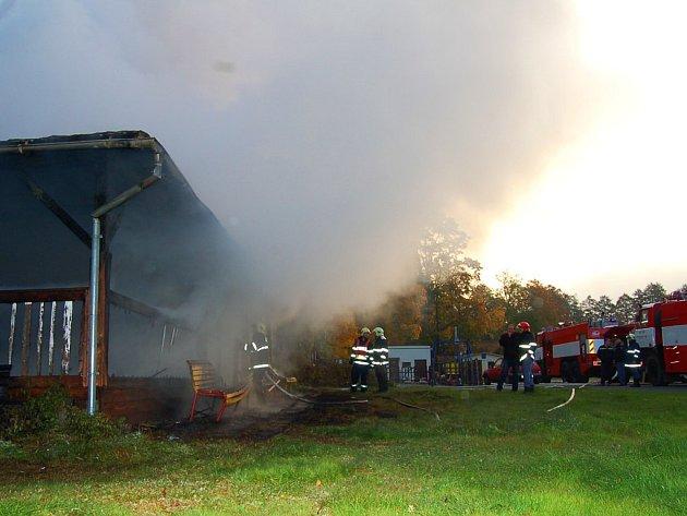 Požár altánu u koupaliště v Tachově.