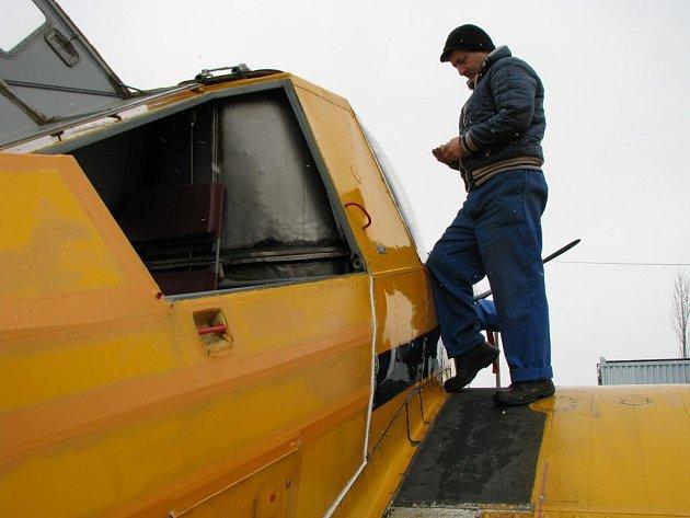 Čmelák na letišti Kříženec slouží letecké hasící službě.