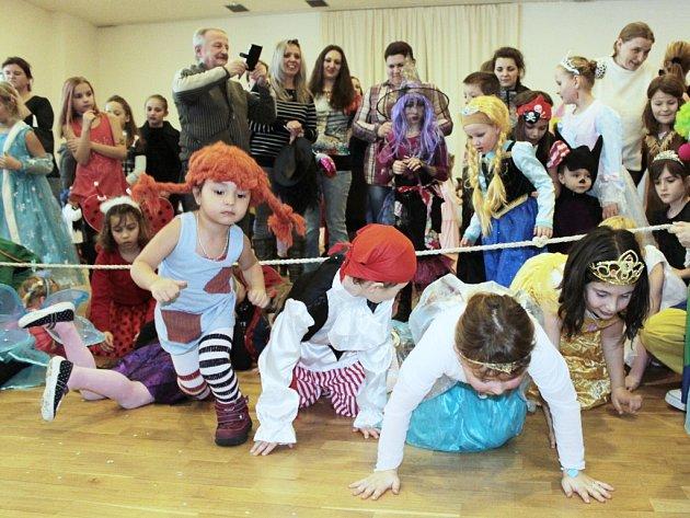 Maškarní karneval rozproudil společenský sál Mže