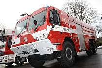 O novou cisternu a podvalník se v prosinci rozrostl vozový park tachovských profesionálních hasičů.