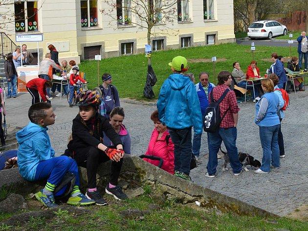 Lidí se této turistické akce zúčastnilo opravdu dost. Přijeli lidé z celého západu Čech.
