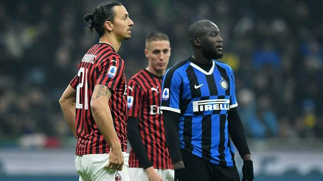 Milánské derby v italské nejvyšší fotbalové soutěži mezi Interem (v modročerném) a AC skončilo vítězstvím hostujícího AC 2:1, a tak byla na předposledním devátém řádku kuponu 9. kola Tip ligy Tachovského deníku správným tipem dvojka.