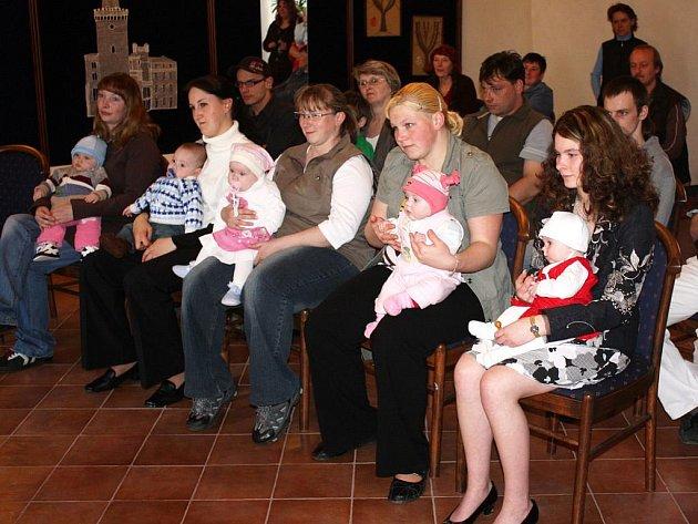 Poprvé v letošním roce se v obřadní síni borského zámku konalo vítání občánků do života.