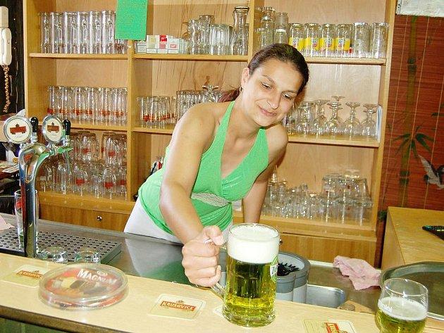 Pravidelně na Zelený čtvrtek si mohou hosté ochutnat speciální zelené pivo