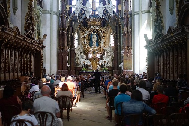V prostorách kostela Nanebevzetí Panny Marie v Kladrubech vystoupil Marischal Chamber Orchestra ze Skotska.